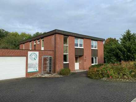 Zweigeschossiges Bürogebäude mit Ausbaupotenzial