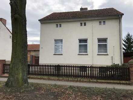 Zwischen Havel und Schwielowsee Einfamilienhaus und Remise auf einem riesigen Grundstück