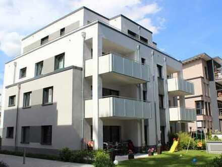 Helle 4 Zimmerwohnung im stilvollen Neubau mit Terrasse und Garten