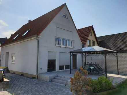 Schönes Einfamilienhaus mit drei Zimmern, Essküche mit Garten in Mannheim, Sandhofen
