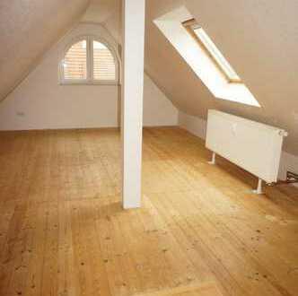 *DG-Whg. über zwei Etagen - großer Balkon - Bad mit Fenster u.v.m.