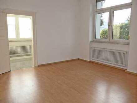 6026 - 3-Zimmer-Altbauwohnung mit Balkon in West-Ausrichtung! Durlach!