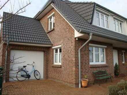 Gepflegtes Einfamilienhaus inkl. Garage und PKW-Stellplatz in Borgfeld mit Solarpanelen!