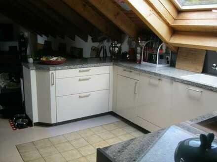 Bestlage! Studio-Wohnung mit großer Dachterrasse und idealer Fernsicht + Garage!