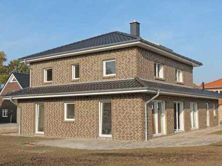 Doppelhaushälfte in exklusiver Pagodenbauweise (mediteran) als Neubau mit großem Grundstück