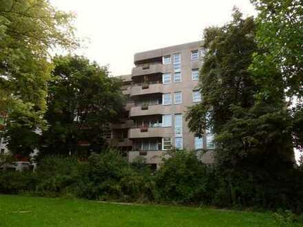 Großzügige Wohnung in zentraler Lage mit großem Balkon - sofort bezugsfrei