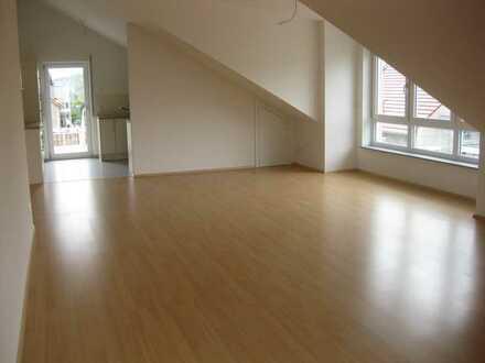 Moderne, helle 4,5 Zi - DG Wohnung mit großer Dachterrasse und EBK