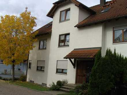 2-Raum-Erdgeschosswohnung mit Balkon, EBK, 3 Parkplätze und Keller in Gundelsheim