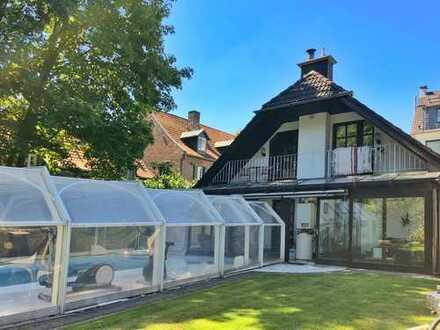 Citynahes Familien-Paradies im Grünen: EFH mit großem Garten, Pool auf Baugrund in K-Merkenich