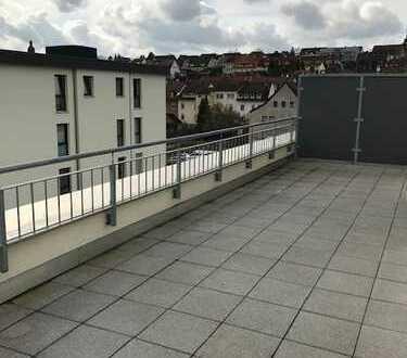 FÜR INDIVIDUALISTEN ! Absolut großzügig, mit Dachterrasse und modernem Tageslichtbad