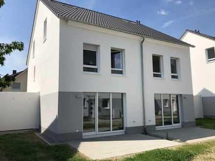 Großzügiges Neubau-Einfamilienhaus (DHH) zum Erstbezug