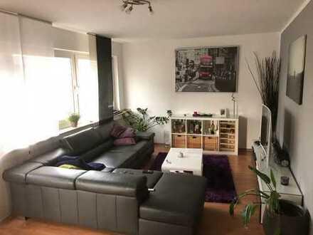 sehr günstige drei Zimmer Wohnung in Köln, Lindenthal