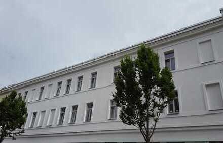 Modernes Stadthaus mit Blick auf den Karl-Heine Kanal