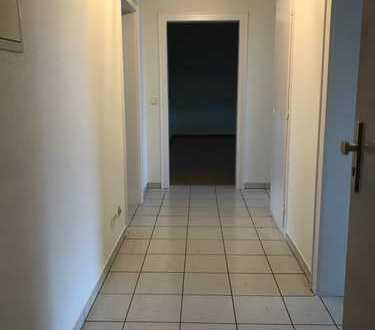 Vollständig renovierte 3-Zimmer-Wohnung mit Balkon in Karlsruhe