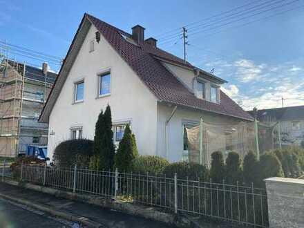 Freistehendes Einfamilienhaus mit Garten und Garage in ruhiger Wohngegend
