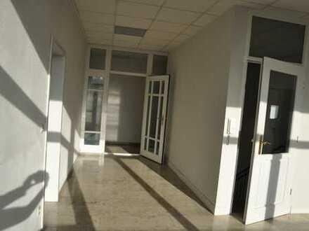 Helle und großzügige Büroräume in Heilsbronn (Gewerbegebiet-Ost)