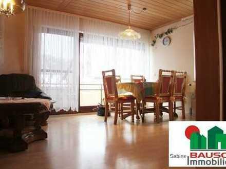 *Schicke 3 Zimmer Wohnung mit Balkon und Garage*