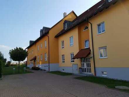 Großzügige, neu renovierte 2-Zimmer Wohnung ca. 74m² mit Balkon und PKW-Stellplatz