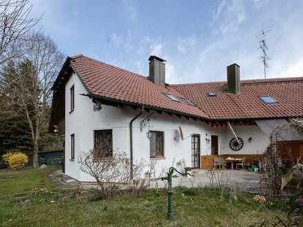 Ländliche, idyllische Lage, sehr individuelles Haus, sehr großes Grundstück