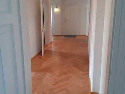 Erstbezug nach Sanierung: ansprechende 5-Zimmer-Wohnung mit EBK und Balkon in Bayreuth City