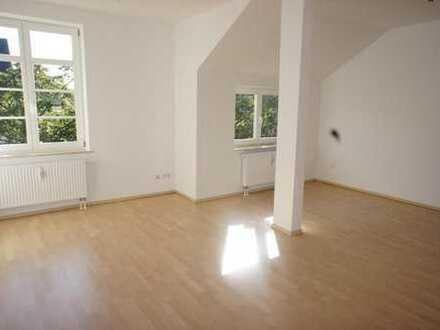 Sanierte 3-Zimmer-DG-Wohnung mit Balkon im schönen Chemnitzer Lutherviertel