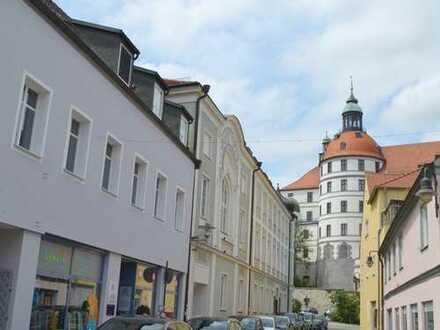 5-Zimmer-Dachgeschosswohnung zur Sanierung im Stadtzentrum von Neuburg/ Donau!