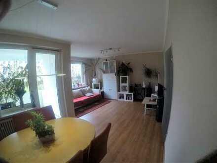 Modernisierte 3-Zimmer-Hochparterre-Wohnung mit Balkon und Einbauküche in Blockdiek nähe Daimler