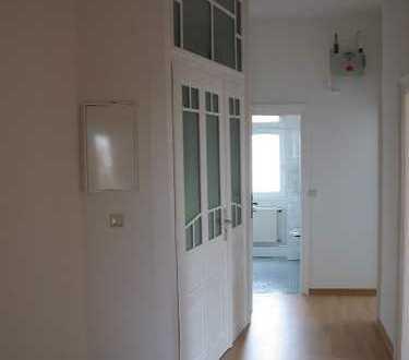 Helle 3 Zimmer Altbauwohnung