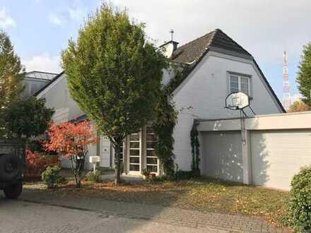 Schönes Haus mit fünf Zimmern in Düsseldorf, Wittlaer