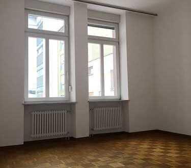Stilvolle, großzügige 2 ZKB - Wohnung