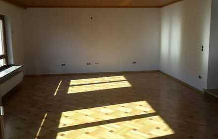 Erstbezug nach Sanierung mit großem überdachten Balkon: freundliche 4-Zimmer-Wohnung in Haibach