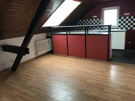 2,5-Zimmer-DG-Wohnung mit Loggia in Bahnhofsnähe