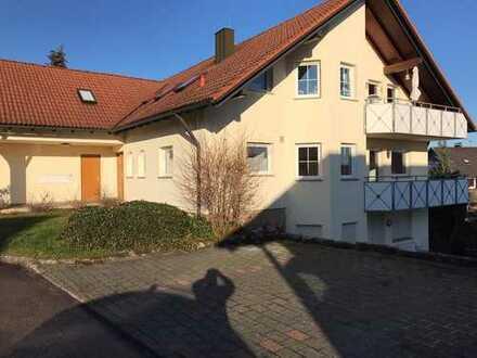 Sonnig Helle 4-Zimmer EG-Wohnung in Brettheim ab sofort zu vermieten.