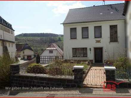 Einfamilienhaus mit Garage, Scheune und Garten