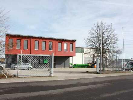 Lagerhalle mit Büro, Sozialräumen, sowie Außenfläche zu vermieten