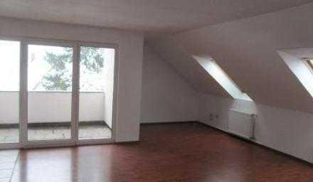 Gemütliche Dachgeschoss-Wohnung mit offener Küche-Wohnbereich, Einbauküche, Loggia, Keller+Stellp