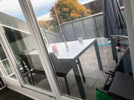 Neuwertige 4,5-Zimmer-DG-Wohnung mit Balkon und Einbauküche in Königsbrunn mit Alpenblick