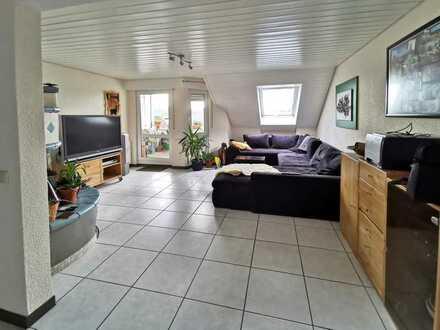 Gepflegte 3,5-Zimmer-Dachgeschosswohnung mit Balkon und EBK in Radolfzell am Bodensee