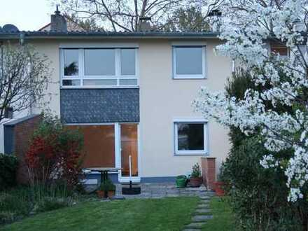 Modernisiertes Einfamilienhaus in Köln-Longerich mit schönem Garten und 2 Garagen