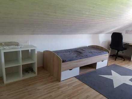 WG-Zimmer mit eigenem Badezimmer