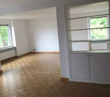 Vollständig renovierte 4-Zimmer-Wohnung mit Balkon und EBK in Weiden