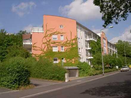 Grundbuch statt Sparbuch - Praktisches Einzimmerapartment im Außenbezirk von Wiesbaden
