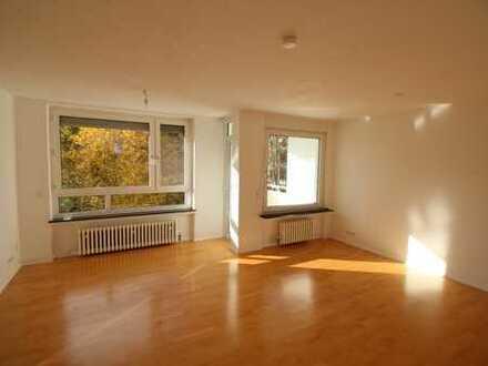 Lichtdurchflutete 3-Zimmer Wohnung in Frankfurt-Niederursel mit EBK