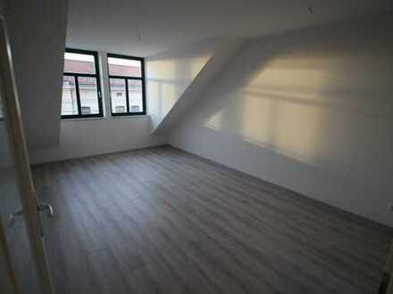 Neu sanierte 2-R-Wohnung im Erstbezug mit Fußbodenheizung W10