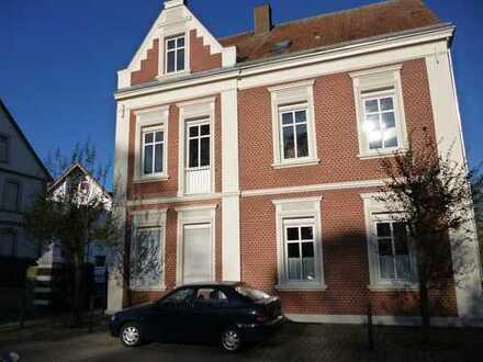 Schöne , zentrale und ruhige Dachgeschosswohnung