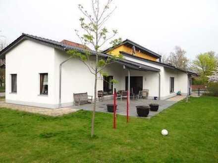 Exklusives Architektenhaus mit großzügiger Aufteilung - Schönes Wohnen auf einer Ebene