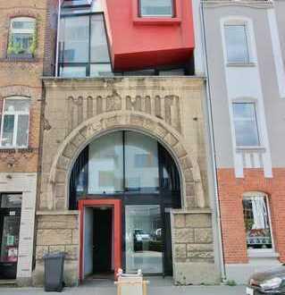 Hollenders Immobilien: Wohnen in Architektenhaus hinter denkmalgeschütztem Bogen für Individualisten