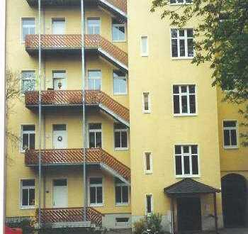 4- Zimmerwohnung in UNI- Nähe/ Laminat und Balkon zu vermieten!