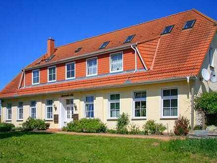 Schöne Zweiraum-Wohnung mit gepflegter Gartenanlage und Stellplatz