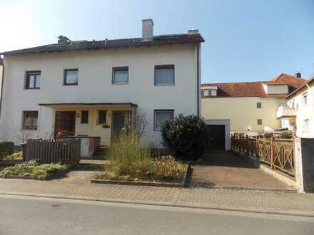 Nieder-Eschbach Renovierungsbedürftige Doppelhaushälfte mit Ausbaupotential